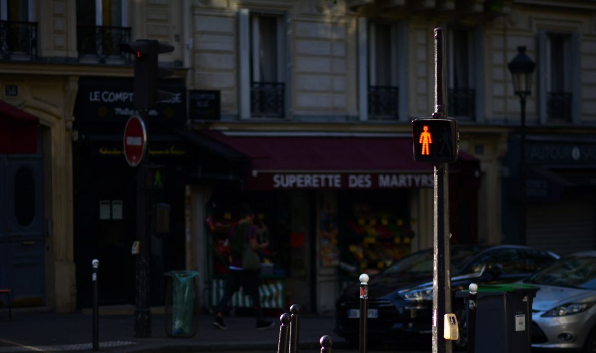 Fußgängerampel in Paris Rot S80_9130 dark